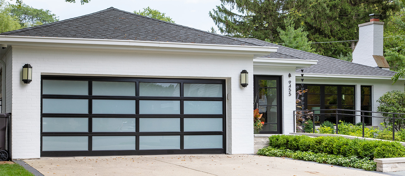 A Raynor garage door from the Distinctions line installed on a residential garage